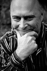 Psykologi Tony Dunderfelt muistuttaa, että pomokin on ihminen, jota pitää kunnioittaa.