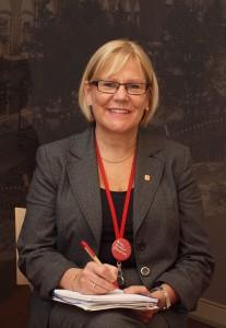 Anja Hallberg sanoo nauttivansa työskentelystä Diacorin innostavassa työyhteisössä.