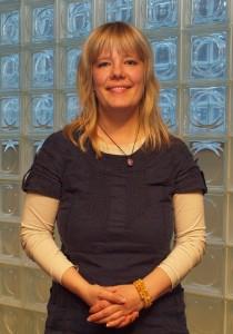 Heli Heiskanen on kokonaisvaltaiseen hyvinvointiin ja stressinhallintaan keskittynyt psykologi ja kouluttaja.