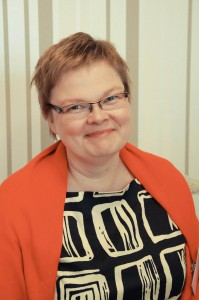 Eeva Heinonen toimii järjestelmäasiantuntijana, minkä lisäksi hän miettii maailman menoa ammattijärjestäjän ominaisuudessa.