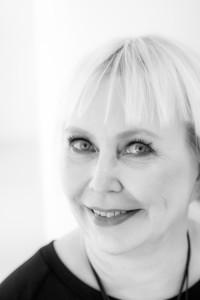 Pauliina Aarikka on työstään innostunut suunnittelija.