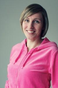 Sandy Talarmo on koulutuksesltaan sosionomi, life coach ja ammattijärjestäjä.