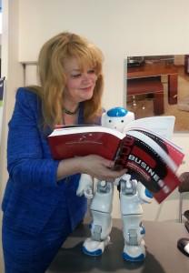 Cristina Andersson on tietokirjailija, yrittäjä ja robotisaation puolestapuhuja.