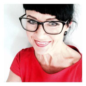 Maaretta Tukiainen on valmentaja, tietokirjailija ja muotoilija.
