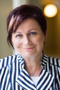 Riitta Hyppänen on elinikäisen oppimisen puolestapuhuja, joka on suorittanut kaksi tutkintoa, opettajan pätevyyden ja lukuisia koulutusohjelmia.