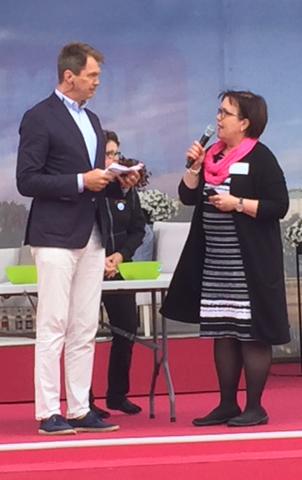 Anni-Mari Syväniemen toimenkuvaan kuuluu vaikuttaminen. Tässä hän on Porin SuomiAreenalla puhumassa ruoan alkuperäasioista.