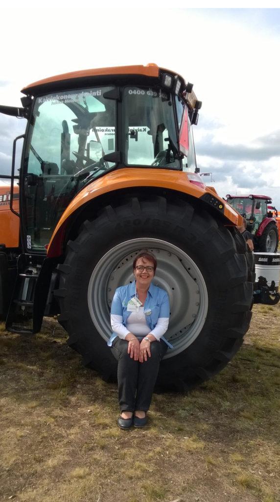 Syväniemi on pienestä pitäen rakastanut maatalousnäytteilyitä, joissa nyt saa käydä työnsä puolesta.