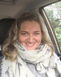 Mia Blanck on valmentaja, vaatekauppias ja enneagrammiohjaaja, joka rakastaa ihmisten kohtaamista ja vuoropuhelua.